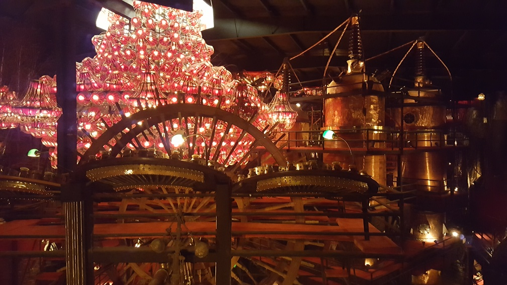 Next up: a massive room with a pile of chandeliers in the middle and giant stacks of distilling paraphernalia. Plus the usual pieces of artillery, statues, etc.